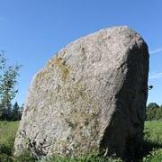 Apuolės akmuo su dubenėliais ir ženklais
