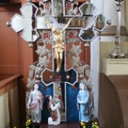 Altorėlis su Nukryžiuotojo skulptūrine grupe ir Pietos skulptūra